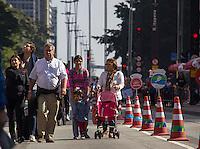SÃO PAULO, SP, 26.06.2016 - AVENIDA-PAULISTA - Movimentação na Avenida Paulista, em São Paulo (SP) nesta tarde de domingo (26). A Prefeitura oficializou fechamento da Av. Paulista aos domingos e feriados através do decreto publicado no Diário Oficial do Município neste sábado (25). Via faz parte do Programa Ruas Abertas, criado por Haddad em 2015.  (26). (Foto: Adailton Damasceno/Brazil Photo Press)