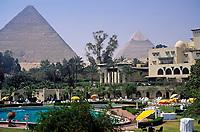 EGY, Aegypten, Kairo: Hotel Mena House und die Pyramiden von Gizeh | EGY, Egypt, Cairo: Hotel Mena House and the Pyramids of  Giza