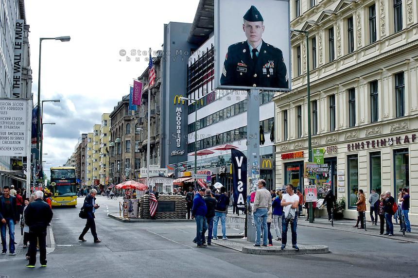 Berlino 15 Settembre 2013<br /> Turisti visitano il  Checkpoint Charlie.<br /> Tourists visit Checkpoint Charlie