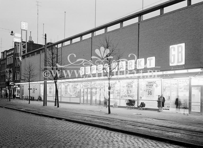 1960. GB Supermarkt in Deurne.