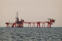 - platforms for the extraction of oil and natural gas in Adriatic sea of forehead to Ravenna....- impianti per l'estrazione del gas naturale in mar Adriatico al largo di Ravenna..
