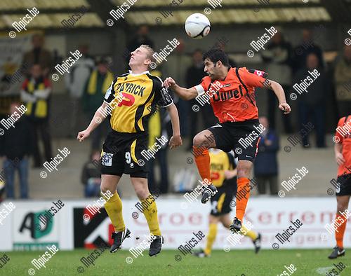 2009-11-01 / Voetbal / seizoen 2009-2010 / Willebroek-Meerhof - KSK Oudenaarde / De Jonckheere (L) met Merrir van W-M..foto: mpics