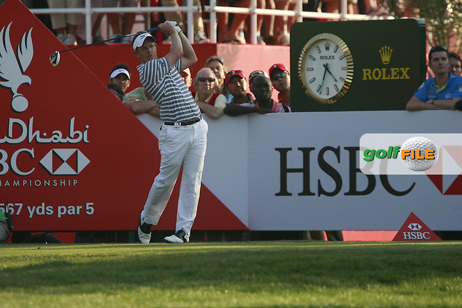 Luke Donald (ENG) in action on the 18th hole during Friday's Round 2 of the HSBC Golf Championship at the Abu Dhabi Golf Club, United Arab Emirates, 27th January 2012 (Photo Eoin Clarke/www.golffile.ie)