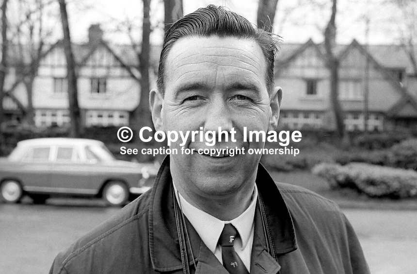 Brendan McCann, press photographer, Irish Independent, Sunday Independent, office, Belfast, N Ireland, 196804000112..Copyright Image from Victor Patterson, 54 Dorchester Park, Belfast, United Kingdom, UK.  Tel: +44 28 90661296; Mobile: +44 7802 353836; Voicemail: +44 20 88167153;  Email1: victorpatterson@me.com; Email2: victor@victorpatterson.com..For my Terms and Conditions of Use go to http://www.victorpatterson.com/Terms_%26_Conditions.html