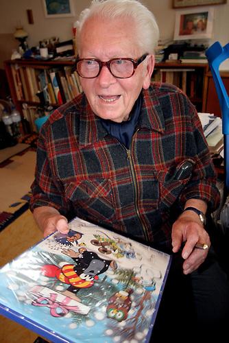 ZDENEK MILER, der große alte Mann des tschechischen Trickfilms in seinem Atelier. Miler ist Autor des kleinen Maulwurf, tschechisch «Krtek», bekannt in Deutschland vor allem aus der «Sendung mit der Maus». /  Zdenek Miler in his studio. he created several famous cartoon figures