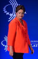 """RIO DE JANEIRO, RJ, 09.11.2013 -BILL CLINTON / CLINTON GLOBAL INTIATIVE (CGI) / RJ - A presidenta Dilma Rousseff, na abertura do clinton Global Intiative, na manhã desta segunda-feira (09), o tema do painel de abertura é """"Desenhando oportunidades para o crescimento"""". Nessa sessão, líderes de diferentes setores vão falar sobre parcerias que estimulem a cultura de inovação, promovam o desenvolvimento econômico e levem à maior competitividade global da região, em Copacabana, zona sul da cidade do Rio de Janeiro. (Foto: Marcelo Fonseca / Brazil Photo Press)."""