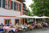 Deutschland, Bayern, Oberfranken, Bamberg: Restaurant in der Altstadt, die zum UNESCO Weltkulturerbe zaehlt | Germany, Bavaria, Upper Franconia, Bamberg: restaurant, old town is ranked UNESCO World Heritage Site