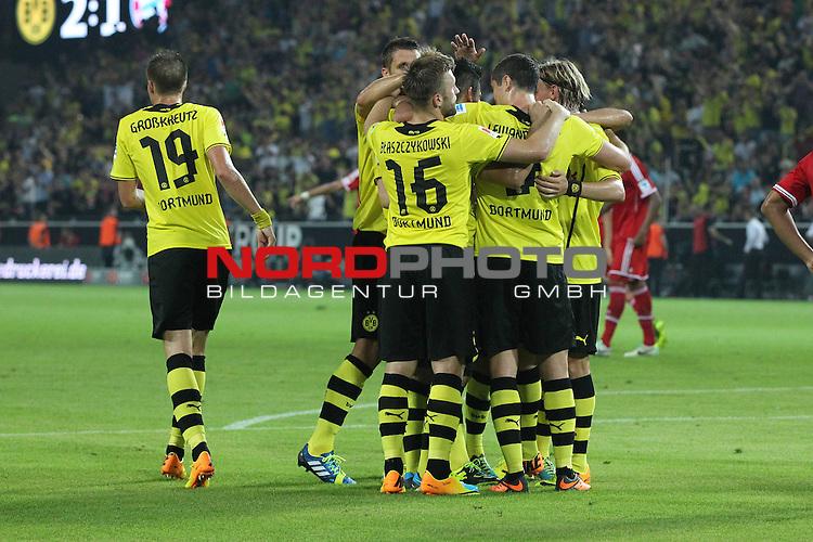 27.07.2013, Signal Iduna Park, Dortmund, GER, 1. FBL, SuperCup, Borussia Dortmund vs FC Bayern M&uuml;nchen, im Bild<br /> Torjubel / Jubel  nach dem 2:1 durch Ilkay G&uuml;ndogan / Guendogan (Dortmund #8) (li.) mit Marco Reus (Dortmund #11), Jakub Blaszczykowski (Dortmund #16) u.a.<br /> <br /> Foto &copy; nph / Mueller