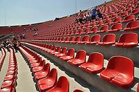 ATENÇÃO EDITOR: FOTO EMBARGADA PARA VEÍCULOS INTERNACIONAIS - SÃO PAULO, SP, 18 DE NOVEMBRO DE 2012 - CAMPEONATO BRASILEIRO - SÃO PAULO x NAUTICO: Arquibancada do Estádio do Morumbi que está recebendo novos assentos na cor vermelha. Até o ano que vem , todos os assentos devem ser substituidos e o estádio ficará todo na cor vermelha. FOTO: LEVI BIANCO - BRAZIL PHOTO PRESS