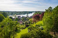 France, Cher (18), Apremont-sur-Allier, labellisé Plus Beaux Villages de France, le Parc floral et le village (vue aérienne)