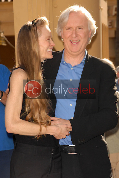 Suzy Amis and James Cameron<br />