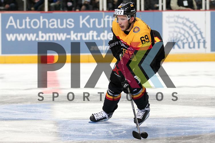 Deutschlands Kettemer, Florian (Nr.69)(EHC Red Bull Muenchen) mit Puck im Spiel IIHF WC15 Germany - Russia.<br /> <br /> Foto &copy; P-I-X.org *** Foto ist honorarpflichtig! *** Auf Anfrage in hoeherer Qualitaet/Aufloesung. Belegexemplar erbeten. Veroeffentlichung ausschliesslich fuer journalistisch-publizistische Zwecke. For editorial use only.