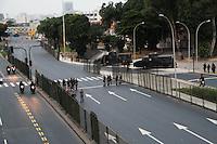 RIO DE JANEIRO; RJ; 20 DE JUNHO 2013-  Policiamento ostensivo em volta ao Maracanã durante o jogo entre Espanha e Tahiti desta quinta-feira para mais um dia de protestos que tomaram a Avenida Presidente Vargas nas quatro pistas em direção à Prefeitura. FOTO: NÉSTOR J. BEREMBLUM - BRAZIL PHOTO PRESS.