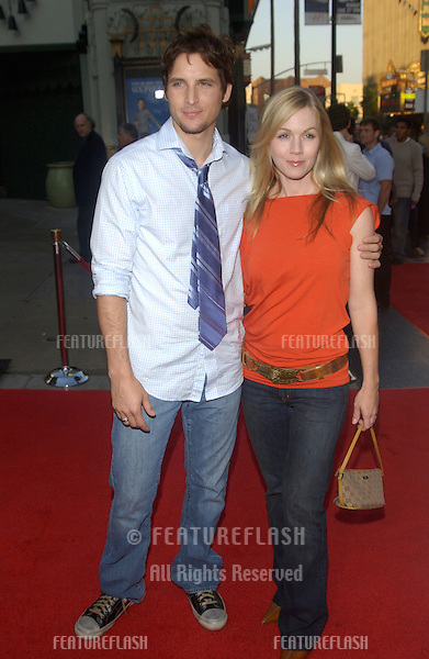 Actress JENNIE GARTH & husband actor PETER FACINELLI at the premiere at the Chinese Theatre, Hollywood, to launch the fourth season of HBO's series Six Feet Under..June 2, 2004