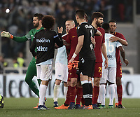 Calcio, Serie A: S.S. Lazio - A.S. Roma, stadio Olimpico, Roma, 15 aprile 2018. <br /> Roma's players greets Lazio's players at the end of the Italian Serie A football match between S.S. Lazio and A.S. Roma at Rome's Olympic stadium, Rome on April 15, 2018. <br /> S.S. Lazio and A.S. Roma drawn 0-0.<br /> UPDATE IMAGES PRESS/Isabella Bonotto