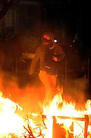 RIO DE JANEIRO,RJ,17.07.2013- MANIFESTANTES ENTRARAM EM CONFRONTO COM POLICIAIS NA ZONA SUL DO RIO. As ruas da Zona Sul do Rio tiveram cenas de guerra nesta noite no bairro do Leblon e Ipanema. Lojas e agencias bancárias tiveram vidraças destruidas e sequeadas durante o quebra quebra que terminou por volta da uma hora da manhã. SANDROVOX/BRAZILPHOTOPRESS