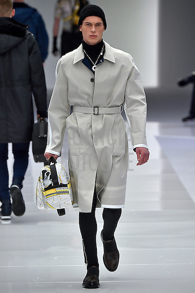 Versace<br /> <br /> Milao Masculino - Inverno 2016<br /> <br /> <br /> foto: FOTOSITE