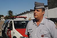 SAO PAULO, SP, 07 MARÇO DE 2012 _Major Holsapfel. Policia Militar na entrada da fabrica para Caminhoes  abastecer na Av Presidente Wilson(FOTO: ADRIANO LIMA - BRAZIL PHOTO PRESS)