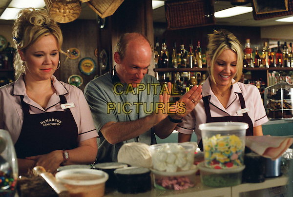 CAROLINE RHEA, MARK ROSMAN (DIRECTOR) & HEATHER LOCKLEAR.on the set of The Perfect Man.*Editorial Use Only*.www.capitalpictures.com.sales@capitalpictures.com.Supplied by Capital Pictures.
