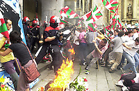 Basque Country, Europe: People battling with Basque autonomous police Ertzaintza to put the ashes of Ekain Ruiz ETA member inside the city hall in Hernani, 20th August 2000.<br /> Photo / Argazkia: Ander Gillenea