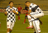 TUNJA - COLOMBIA -22-02-2014: Los jugadores de Boyaca Chico FC celebran el gol anotado durante  partido de la fecha séptima por la Liga de Postobon I 2014 en el estadio La Independencia en la ciudad de Tunja. / The players of Boyaca Chico FC celebrate a goal scored during a match for seventh date of the Liga de Postobon I 2014 at the La Independencia stadium in Tunja  city. Photo: VizzorImage  / Jose M. Palencia / Str (Best quality available)