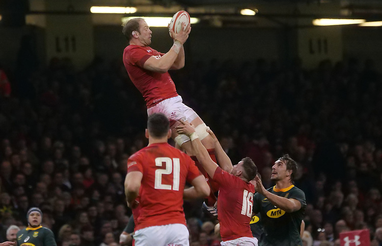 Wales' Alun Wyn-Jones catches the high ball <br /> <br /> Photographer Ian Cook/CameraSport<br /> <br /> Under Armour Series Autumn Internationals - Wales v South Africa - Saturday 24th November 2018 - Principality Stadium - Cardiff<br /> <br /> World Copyright © 2018 CameraSport. All rights reserved. 43 Linden Ave. Countesthorpe. Leicester. England. LE8 5PG - Tel: +44 (0) 116 277 4147 - admin@camerasport.com - www.camerasport.com