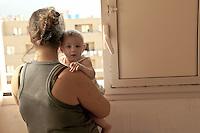 Palermo, a young woman with her baby occupies an empty house in Zen neigborood,  resisting  eviction by the police.<br /> Palermo, una giovane  donna e la sua bambina con la famiglia occupa una casa nel quartiere Zen, resistendo agli sgomberi della polizia