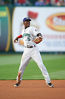 Cedar Rapids Kernels shortstop Nick Gordon (5) warmup throw to first during a game against the South Bend Cubs on June 5, 2015 at Four Winds Field in South Bend, Indiana.  South Bend defeated Cedar Rapids 9-4.  (Mike Janes/Four Seam Images)