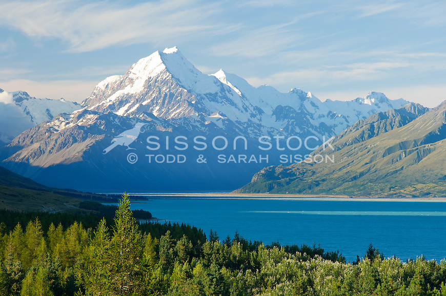 Mt Cook / Aoraki on a summer's day from Peter's lookout SH 80.