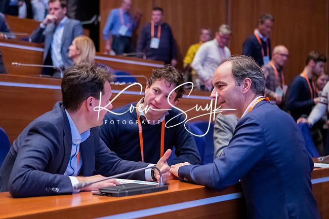 UTRECHT - KNHB voorzitter Erik Cornelissen met Stephan Veen (l) en Tom van Kuyk (Rabo)  Nationaal Hockey Congres van de KNHB, COPYRIGHT KOEN SUYK