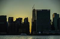 Nova York (EUA) 13/07/2019 - Blecaute em Nova York - O sol se põe atrás da 42nd Street, em Manhattan, durante uma queda de energia em Nova York, em 13 de julho de 2019. As estações de metrô mergulharam na escuridão e os outdoors da Times Square foram rapidamente atingidos por uma queda de energia no sábado. Cerca de 72.000 clientes perderam eletricidade no início da noite, de acordo com a empresa Con Edison, que não deu uma razão para o corte. (Foto: Vanessa Carvalho/Brazil Photo Press/Agencia O Globo) Mundo