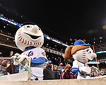 (L-R) Mr. Met, Mrs. Met (Mets),<br /> OCTOBER 5, 2016 - MLB :<br /> Mr. Met and Mrs. Met, the official mascots of the New York Mets, are seen during the National League Wild Card Game against the San Francisco Giants at Citi Field in Flushing, New York, United States. (Photo by Hiroaki Yamaguchi/AFLO)