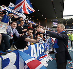 Ally McCoist greets the fans in BF1