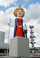 Amsterdam- de 'Feestelijke Beeldenreeks' van de Belgische kunstenaar Guillaume Bijl. Zes kleurrijke beelden van geschilderd aluminium, speciaal gemaakt voor drie entrees van het plein voor Amsterdam RAI