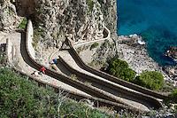 Italy, Campania, Capri: Via Krupp zigzaging down cliff   Italien, Kampanien, Provinz Neapel, Capri: Via Krupp, Verbindung von Capri zur Marina Piccola