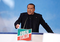 L'ex Presidente del Consiglio Silvio Berlusconi parla sotto la sua residenza di Palazzo Grazioli durante un comizio contro la sua decadenza dalla carica di senatore, a Roma, 27 novembre 2013.<br /> Italian former Premier Silvio Berlusconi speaks outside of his residence during a rally to protest against his expulsion from the Senate, following his conviction for tax fraud, in Rome, 27 November 2013.<br /> UPDATE IMAGES PRESS/Isabella Bonotto