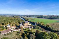 France, Vienne (86), Bonnes, château de Touffou sur les rives de la Vienne (vue aérienne)