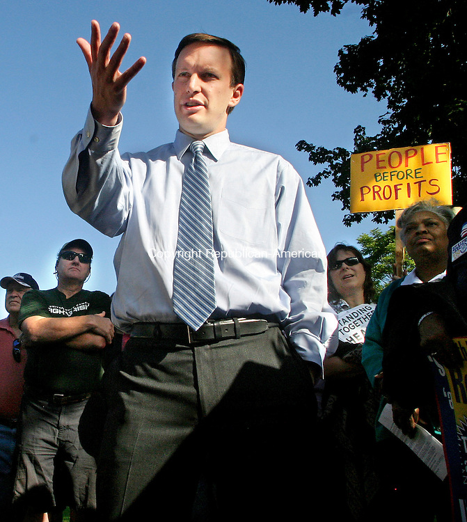 WATERBURY, CT.-04 SEPTEMBER 2009-090409DA02-<br /> Rep. Christopher Murphy, D-5th District, addresses a crowd during a town hall-style meeting on national health care reform in Library Park in Waterbury on Friday.<br />  Darlene Douty Republican-American