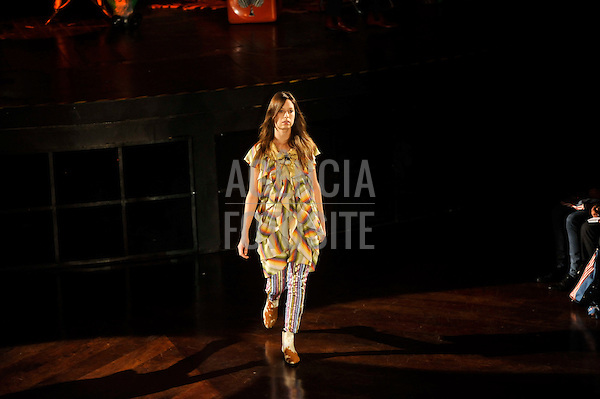 São Paulo, Brasil – 13/06/2010 - Desfile da Do Estilista durante o São Paulo Fashion Week  -  Verao 2011. Foto: Cris von Almen / Ag. Fotosite