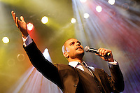 SAO PAULO, SP, 31 DE JANEIRO 2012. O cantor Diogo Nogueira se apresenta na Exposamba, na noite em que o homenageado foi o cantor Joao Nogueira, no HSBC BRASIL, em Santo Amaro, regiao sul de SP, na noite desta terca-feira, 31. FOTO: MILENE CARDOSO - NEWS FREE