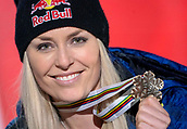 10th February 2019, Are, Sweden; Alpine skiing: Combination, ladies: downhill; Lindsey Vonn from the USA shows her bronze medal at the award ceremony.