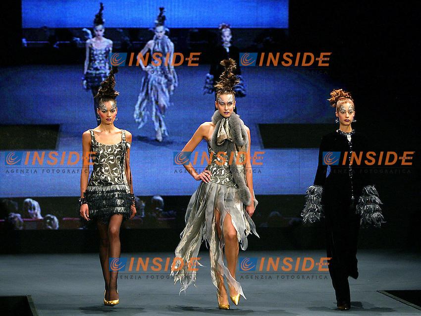 Roma 16 Luglio 2003<br /> Auditorium sfilate alta moda<br /> Una modella indossa un abito di Egon Von Furstenberg