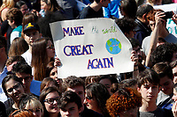 Banners make the earth great again<br /> Rome April 19th 2019. Fridays for Future Climate Strike in Rome, Piazza del Popolo.<br /> photo di Samantha Zucchi/Insidefoto