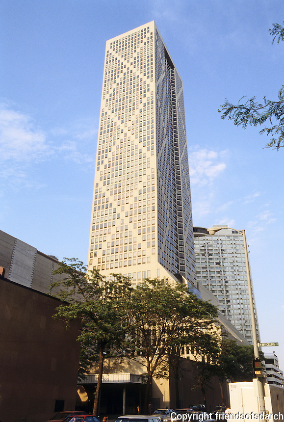 Chicago: Onterie Center--named for the 2 streets it fronts, Ontario and Erie, a 60 story residential building. The south face, in shadow, is the wide elevation. Bruce Graham, Fazlur Khan & S-O-M. 1986.