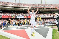 ATENÇÃO EDITOR: FOTO EMBARGADA PARA VEÍCULOS INTERNACIONAIS - SÃO PAULO, SP, 23 DE SETEMBRO DE 2012 - PAULO HENRIQUE GANSO APRESENTADO A TORCIDA: O novo reforço do São Paulo Futebol Clube, Paulo Henrique Ganso é apresentado à torcida antes da partida São Paulo x Cruzeiro válida pela 26ª rodada do Campeonato Brasileiro de 2012 no Estádio do Morumbi. FOTO: LEVI BIANCO - BRAZIL PHOTO PRESS