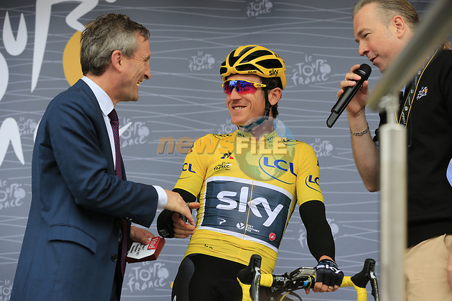 Mayor Thomas Geisel with race leader Yellow Jersey Geraint Thomas (WAL) Team Sky at sign on in Dusseldorf before the start of Stage 2 of the 104th edition of the Tour de France 2017, running 203.5km from Dusseldorf, Germany to Liege, Belgium. 2nd July 2017.<br /> Picture: Eoin Clarke | Cyclefile<br /> <br /> <br /> All photos usage must carry mandatory copyright credit (&copy; Cyclefile | Eoin Clarke)