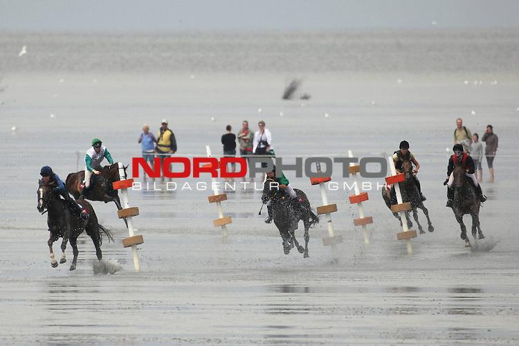 Vom Pferdewattrennen am Badestrand von Duhnen in Cuxhaven - gesehen am 19.07.2009. <br /> <br /> Foto: &copy; nph ( nordphoto )