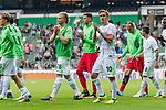 05.08.2017, Weserstadion, Bremen, GER, FSP, SV Werder Bremen (GER) vs FC Valencia (ESP)<br /> <br /> im Bild<br /> Mannschaft von Werder Bremen dreht eine Runde durch das Stadion und applaudiert / bedankt sich bei Fans mit Applaus für die Unterstützung, <br /> u.a. Jesper Verlaat (Werder Bremen #28), Jiri Pavlenka (Werder Bremen #1), Max Kruse (Werder Bremen #10), <br /> <br /> Foto © nordphoto / Ewert