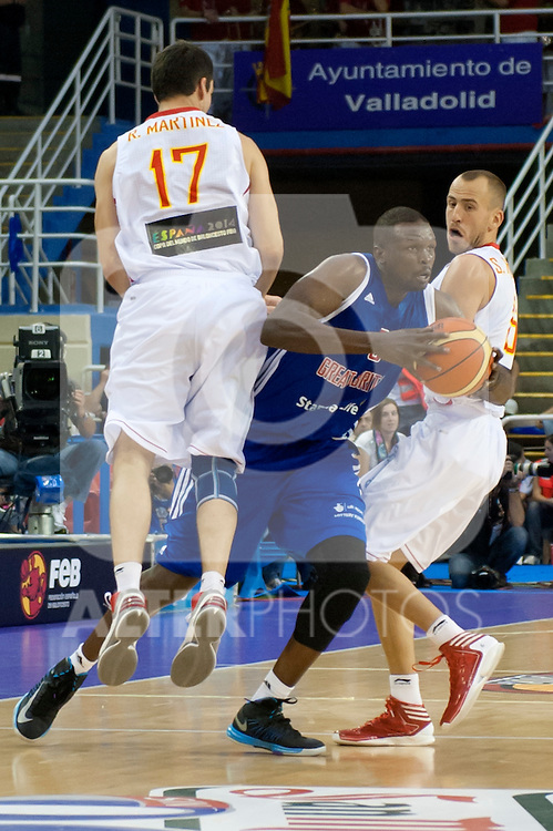 Great Britain's Luol Deng fight Spain's  Rafael Martinez and Sergio Rodriguez  during friendly match.July 9,2012.(ALTERPHOTOS/Ricky)
