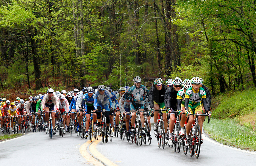 The peloton moves through the countryside during Stage 5 of the Ford Tour de Georgia. Tom Danielson, of the Discovery Channel Pro Cycling Team, won the 94.5-mile (152.1-km) stage from Blairsville to the top of Brasstown Bald, the highest point in the state.<br />